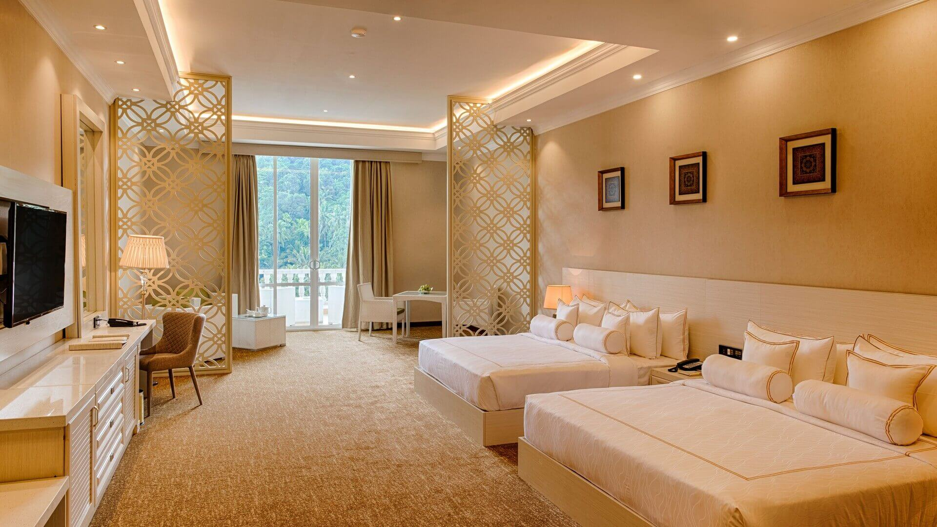 The Golden Crown Hotel - Premier Suite