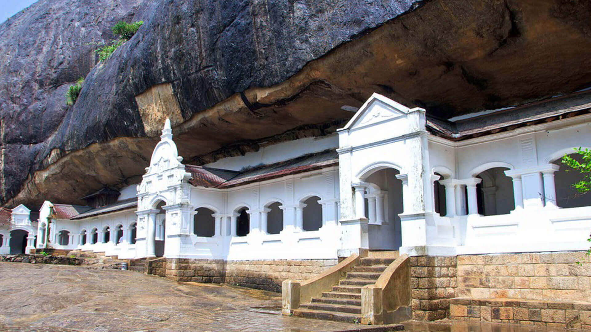 The Golden Crown Hotel - Dambulla Cave Temple