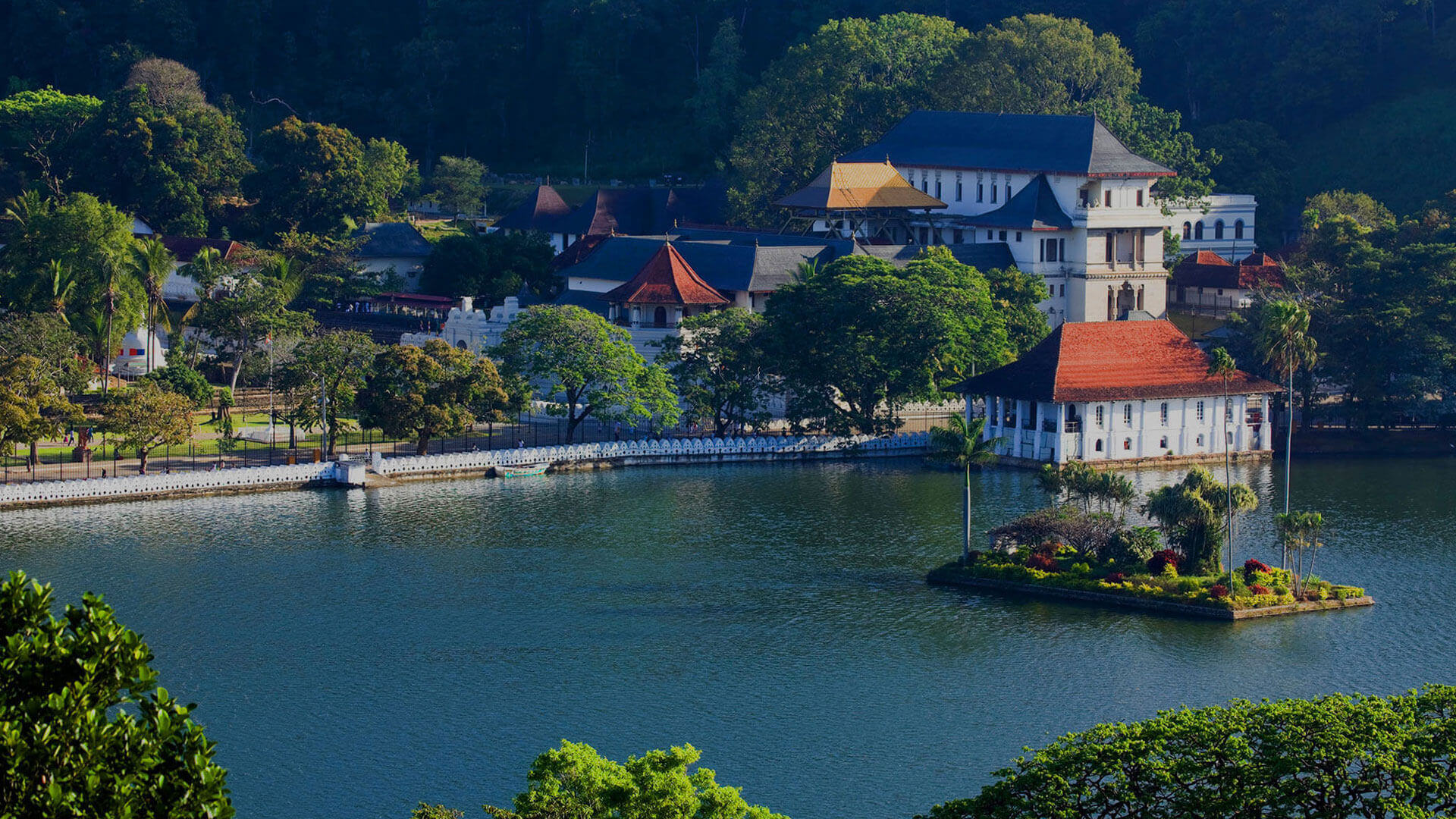 The Golden Crown Hotel - The Kandy Lake