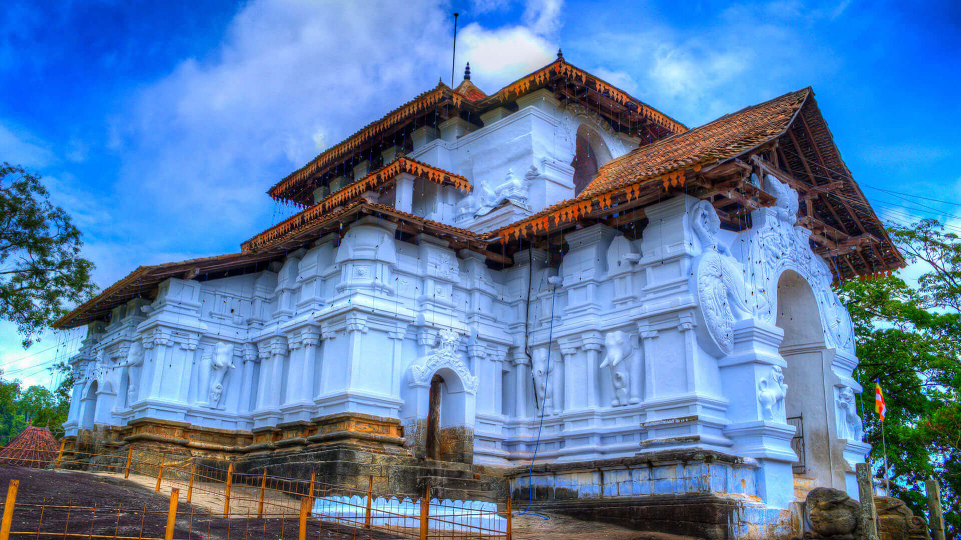 The Golden Crown - Lankathilaka Temple