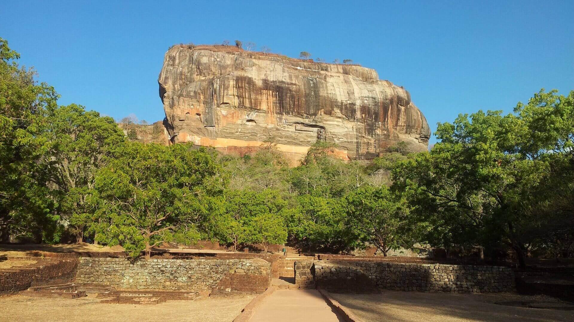 The Golden Crown Hotel - Sigiriya