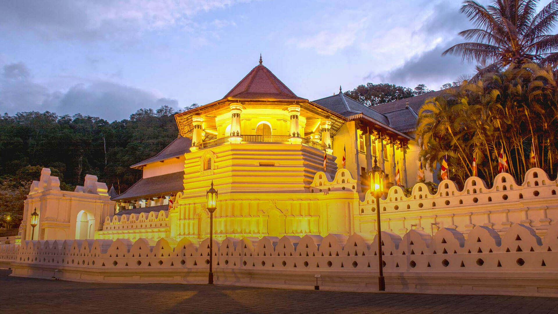 The Golden Crown - Temple Of Tooth Relic