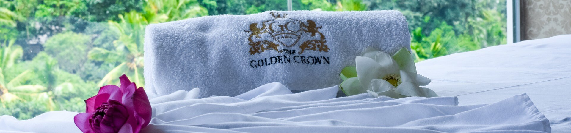 The Golden Crown - Reservation